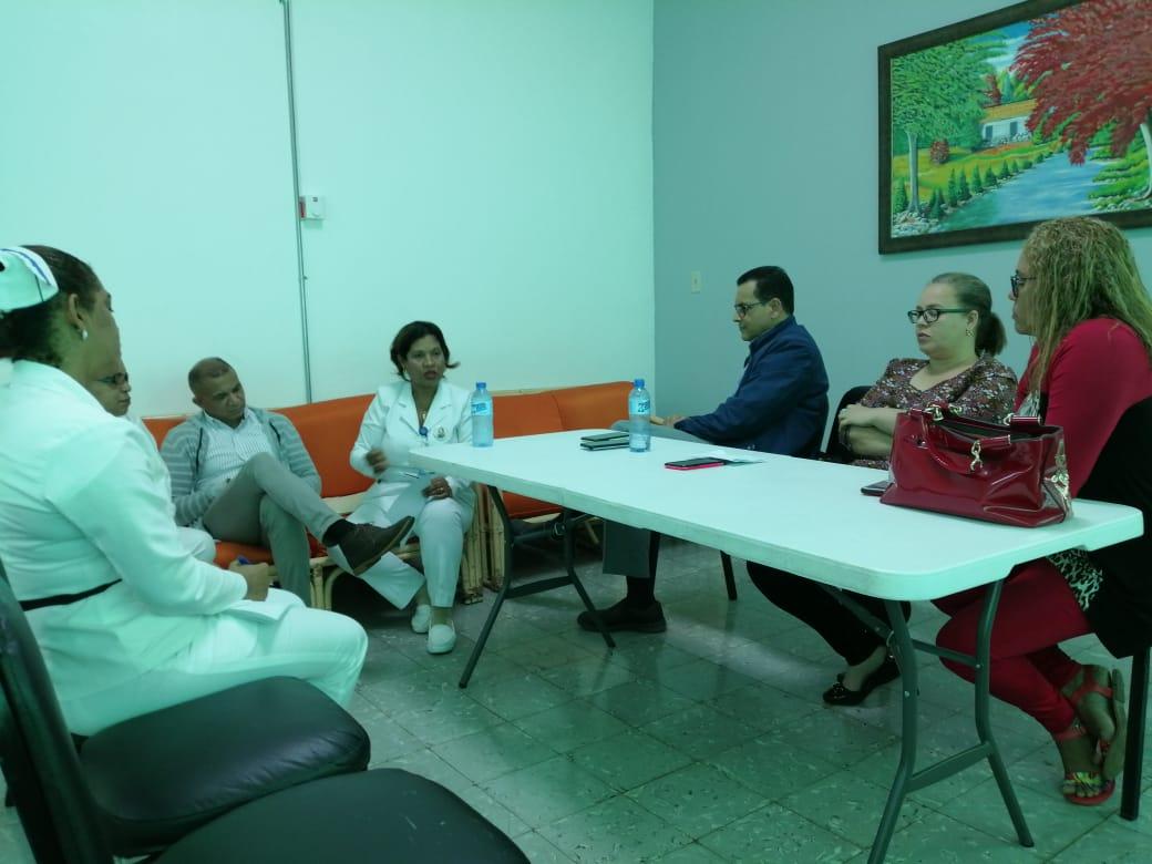 El Director Regional de Salud Dr. Freddy Abad Fabián se reune con las directoras de los hospitales Pedro. E. Marchena y José. A. Columna del municipio de Bonao