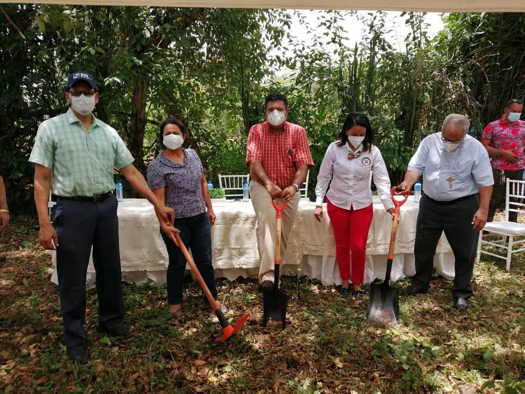 Servicio Regional de Salud da primer palazo construcción de (CPN)Centro primer nivel  de atención  Las Martínez La Vega.