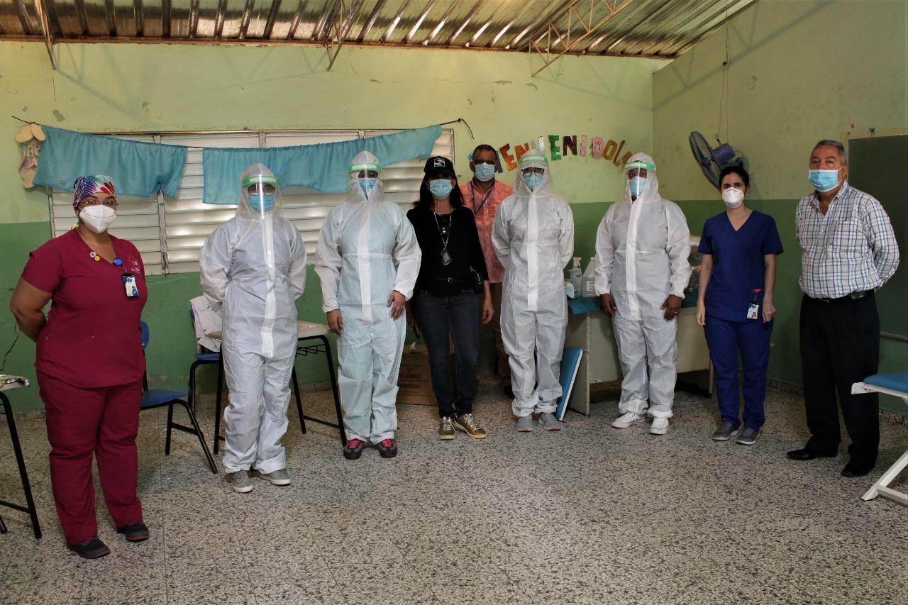 Operativo Integral en el Centro Educativo el Higüero  El Servicio Nacional de Salud (SNS) y el Ministerio de Defensa .