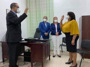 Director del SRS. C.C posesiona directora del Armida García.