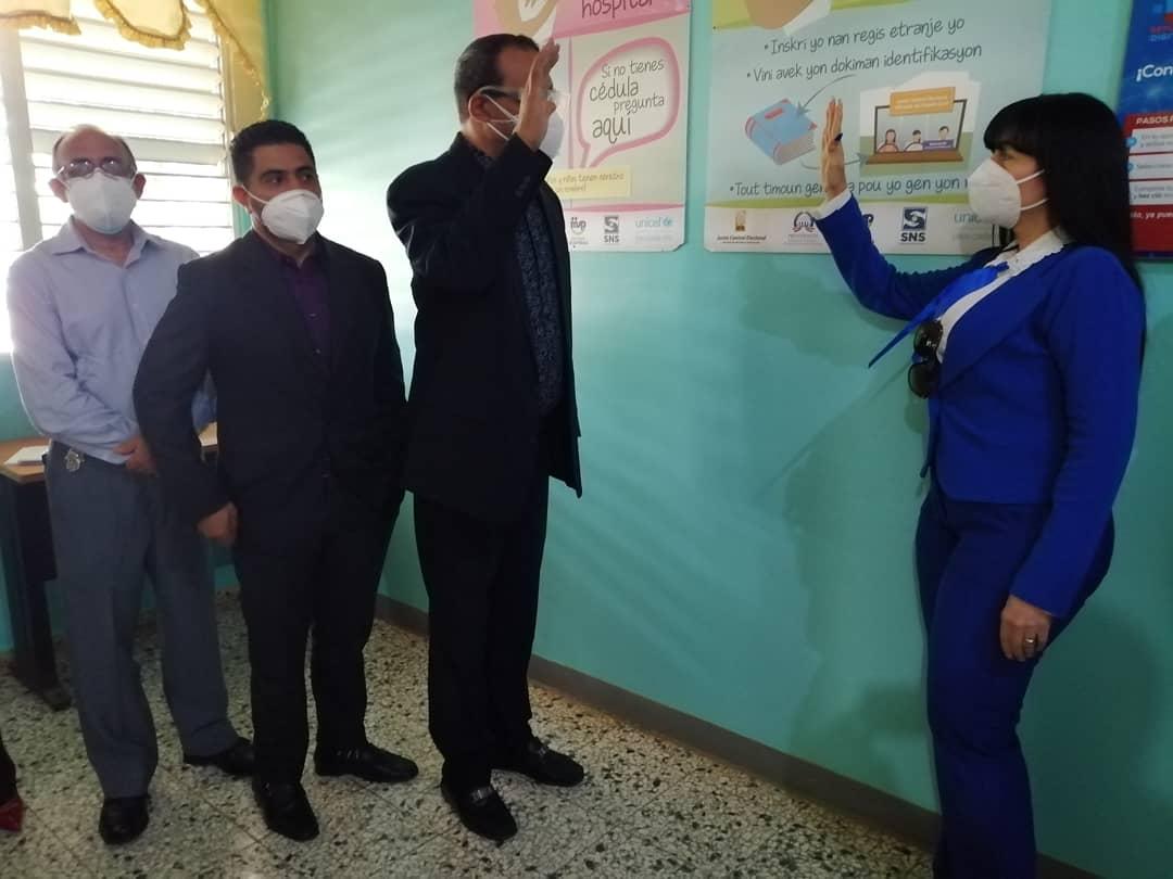 Doctor Rafael  Collado  posesiona directora Hospital Juan Antonio Castillo.