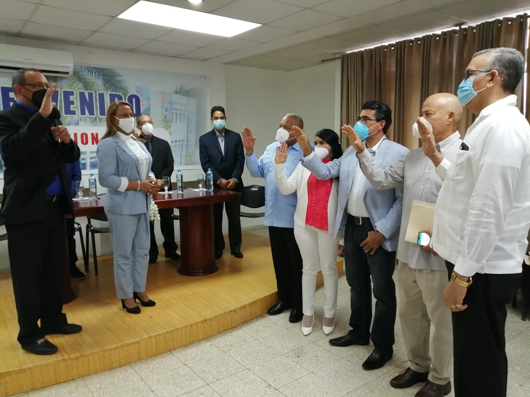 LA VEGA La Regional de Salud Cibao Central (SRS.C.C) realiza acto de juramentación de nuevos directores en la provincia monseñor Nouel .