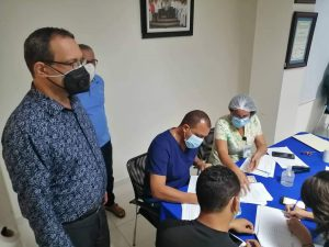 La Regional de Salud en La Vega, realizó su jornada de vacunación contra COVID-19 a todo su personal.